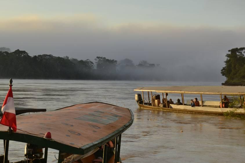 Aspettando l'arrivo dei pappagalli alla Collpa de Guacamayos nella Foresta Amazzonica del Perù