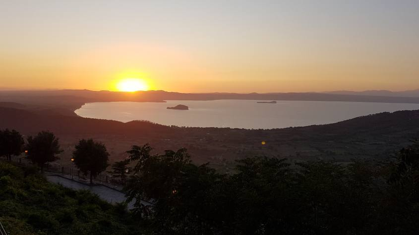 Tramonto lago di Bolsena da Rocca dei Papi Montefiascone