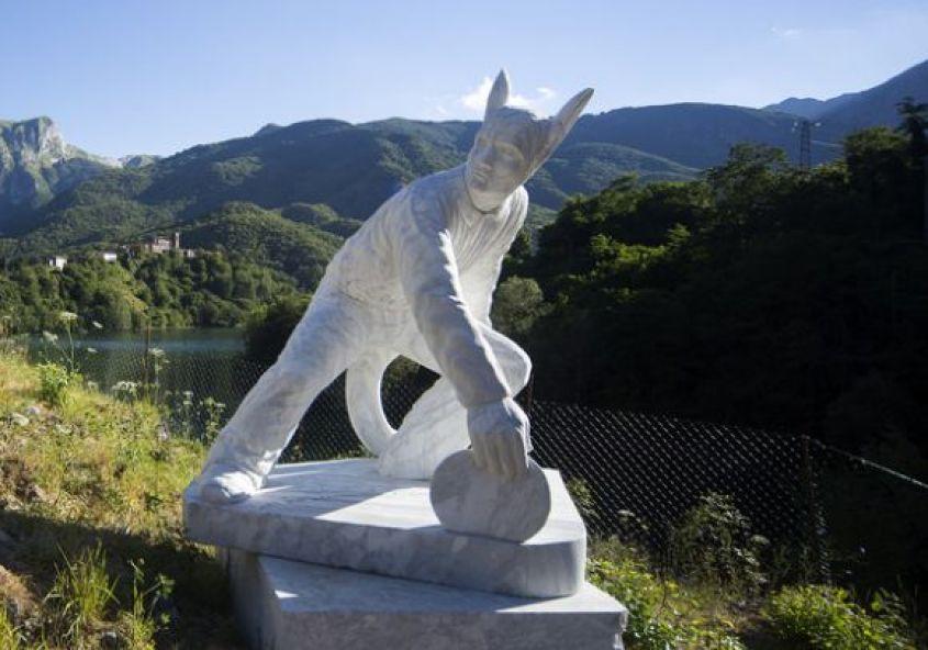 Statua disonore Comandante Schettino Vagli Park