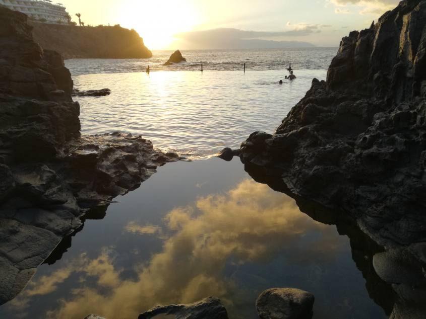 Piscina semi-naturale di Puerto Santiago di Tenerife al tramonto