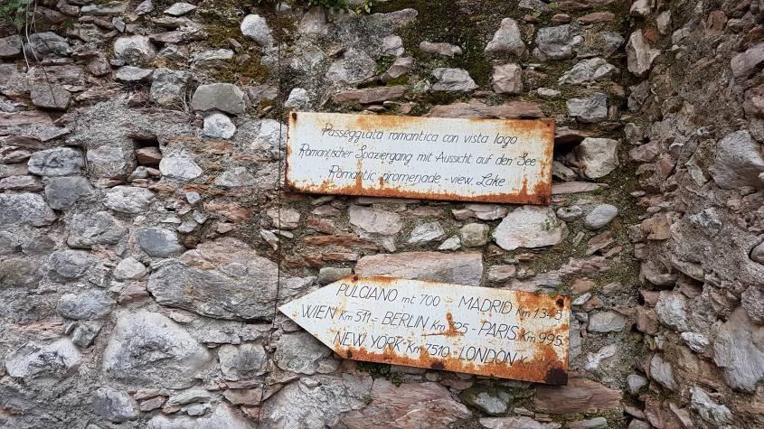 Cartello per punto panoramico sul Lago di Garda di Pulciano