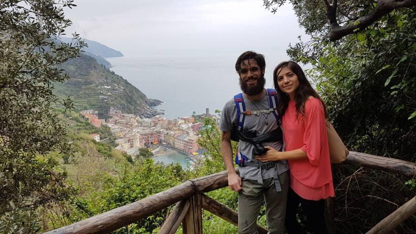 Trekking sul sentiero azzurro delle Cinque Terre con vista Vernazza