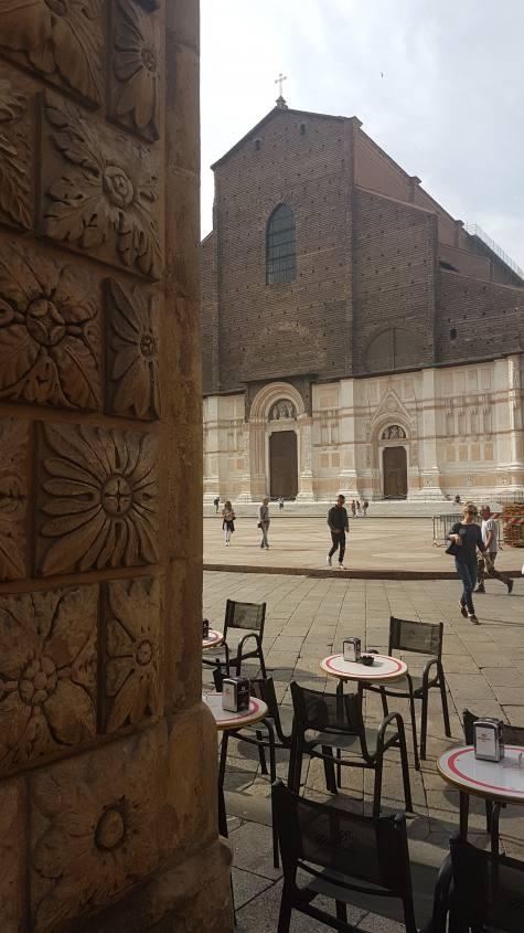 Basilica di San Petronio vista dai portici di Palazzo del Podestà a Bologna
