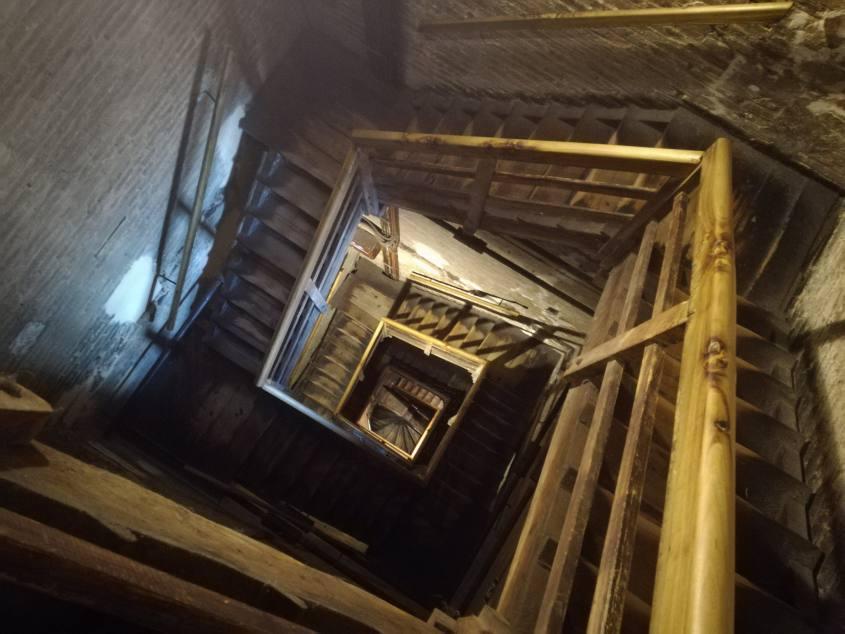 I 498 scalini per salire sulla cima della Torre degli Asinelli a Bologna
