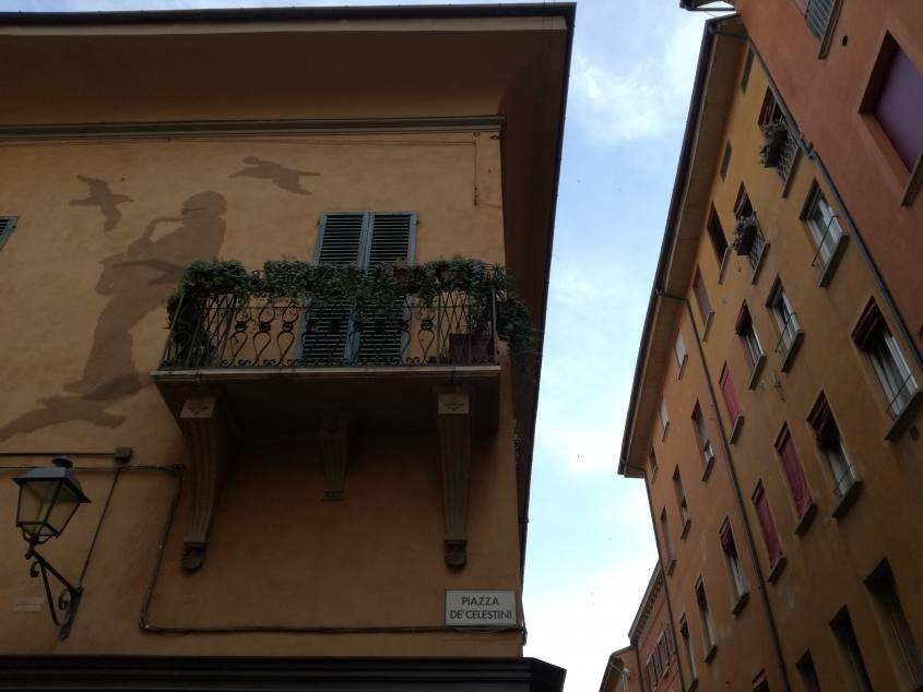 Istallazione alla casa museo di Lucio Dalla in Piazza dei Celestini a Bologna