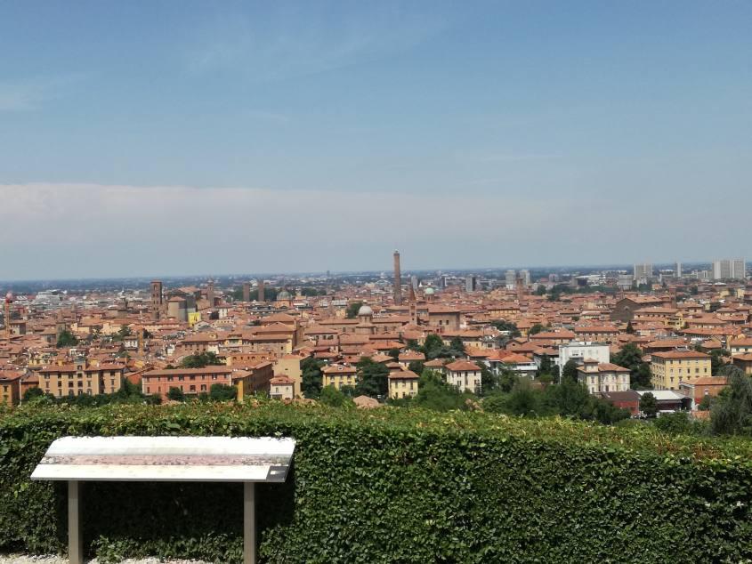 Punto panoramico su Bologna dal Piazzale di San Michele in Bosco