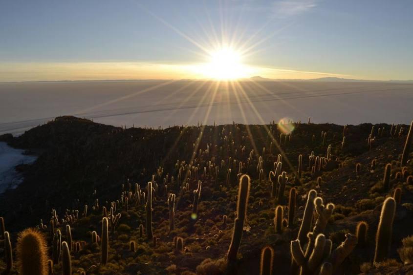 Alba al Salar di Uyuni tour deserto di sale in Bolivia