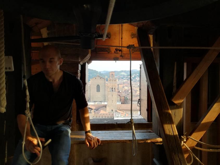 """Vista con campana e campanaro dalla cima del Campanile di San Pietro a Bologna """"La Rossa"""""""