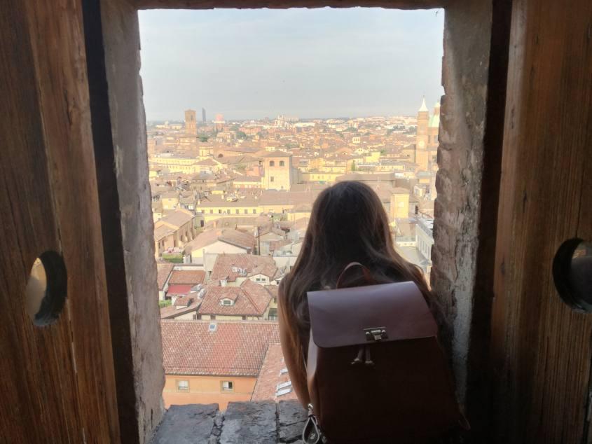 """Vista su Bologna """"La Rossa"""" durante la salita al Campanile di San Pietro"""