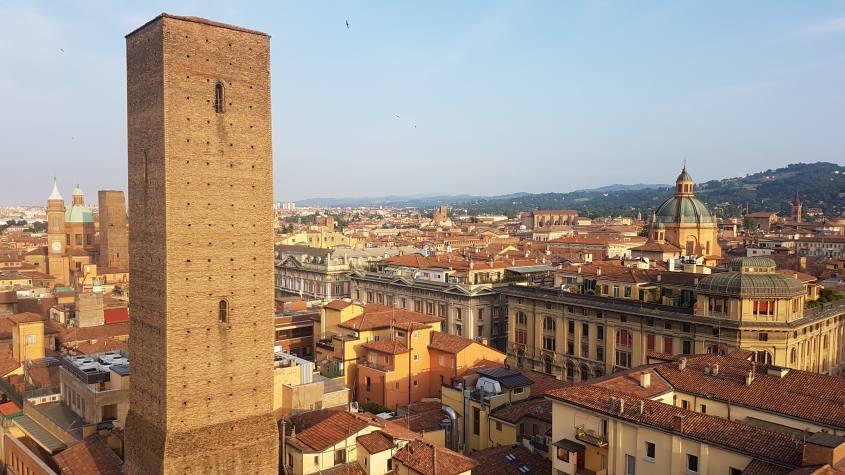 """Vista su Bologna """"La Rossa"""" dalla cima del Campanile di San Pietro"""