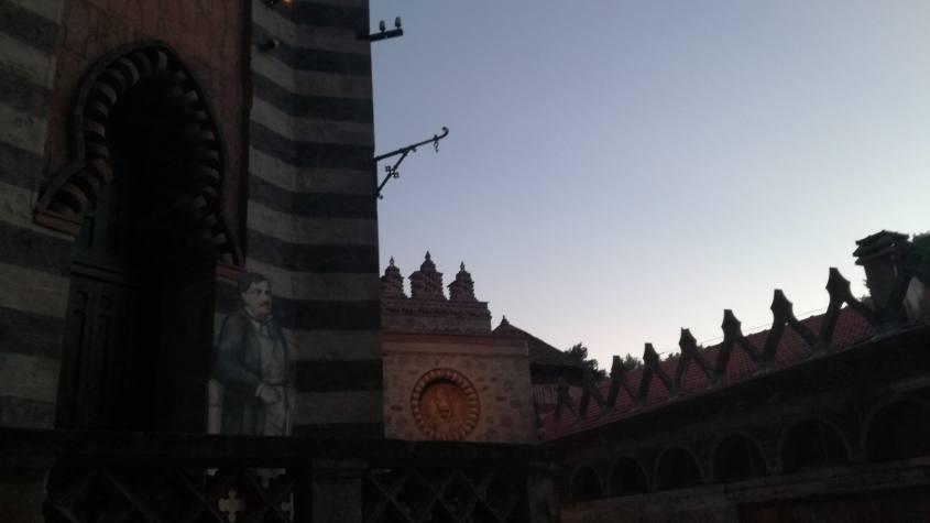 Il Conte Cesare Mattei al tramonto durante la visita notturna alla Rocchetta Mattei