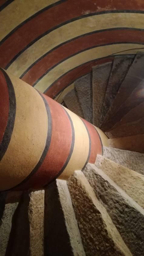 Scale a chiocciola all'interno della Rocchetta Mattei a Bologna