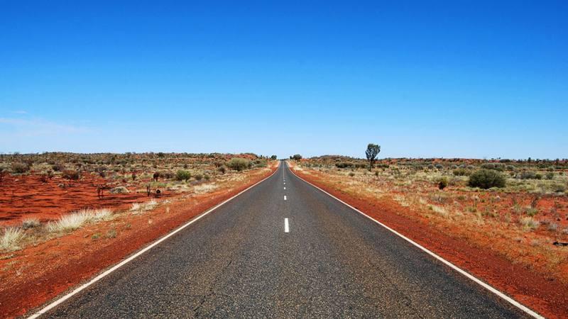 Lunga strada dritta durante On the Road in Australia