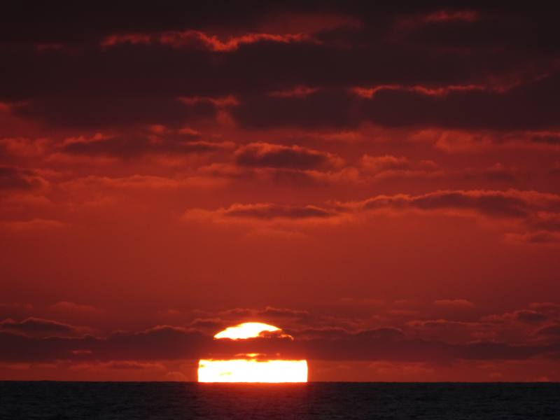 Tramonto e sole rosse dalla spiaggia Yanchep Beach