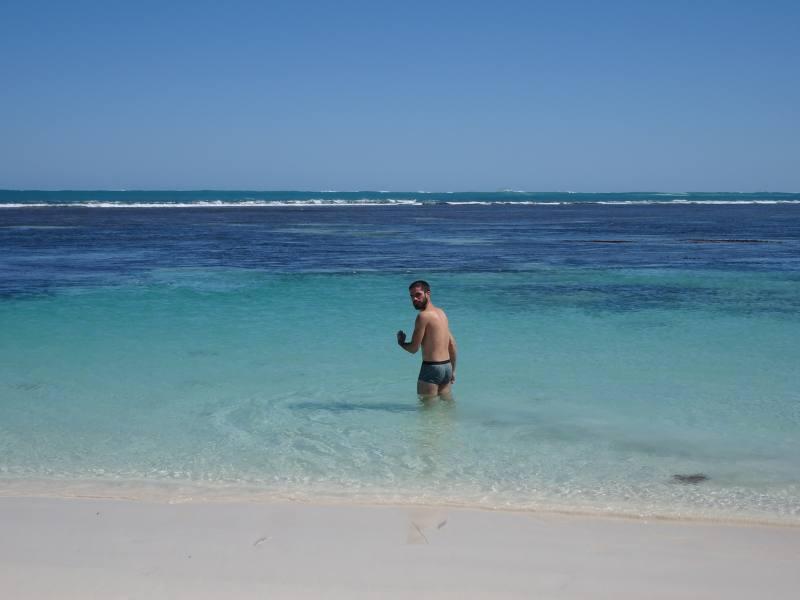 Leo ed il suo primo bagno nell'oceano australiano