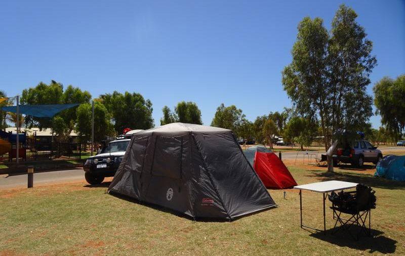 Allestimento campeggio con tenda al RAC Caravan Park di Exmouth in Western Australia