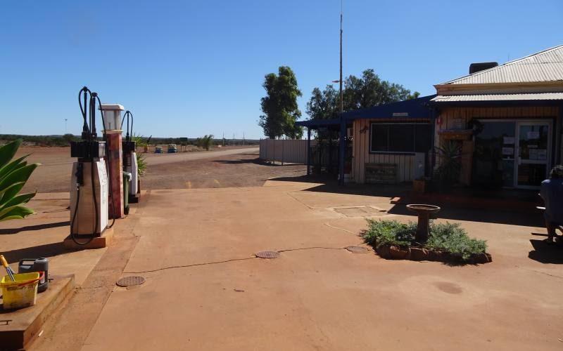 Benzinaio in una Roadhouse australiana a Paynes Find