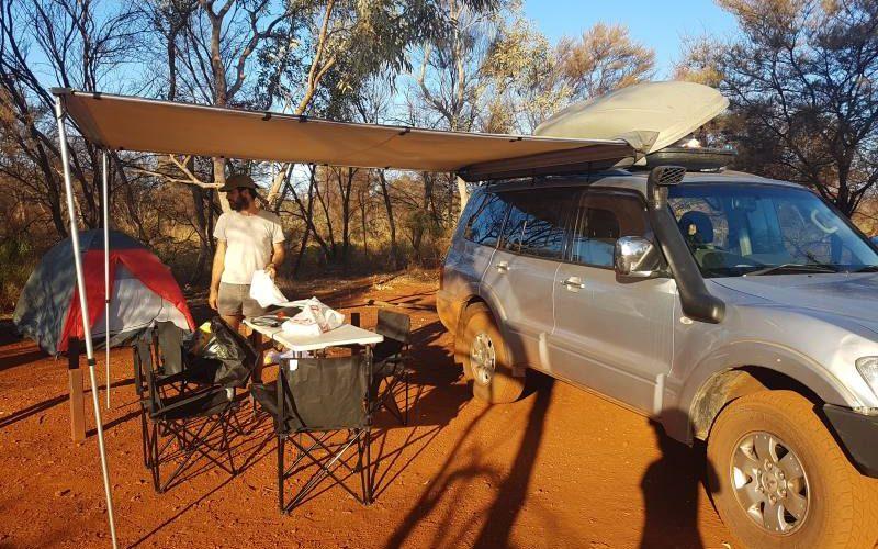 Preparazione campeggio Dales Campground all'interno del Parco di Karijini