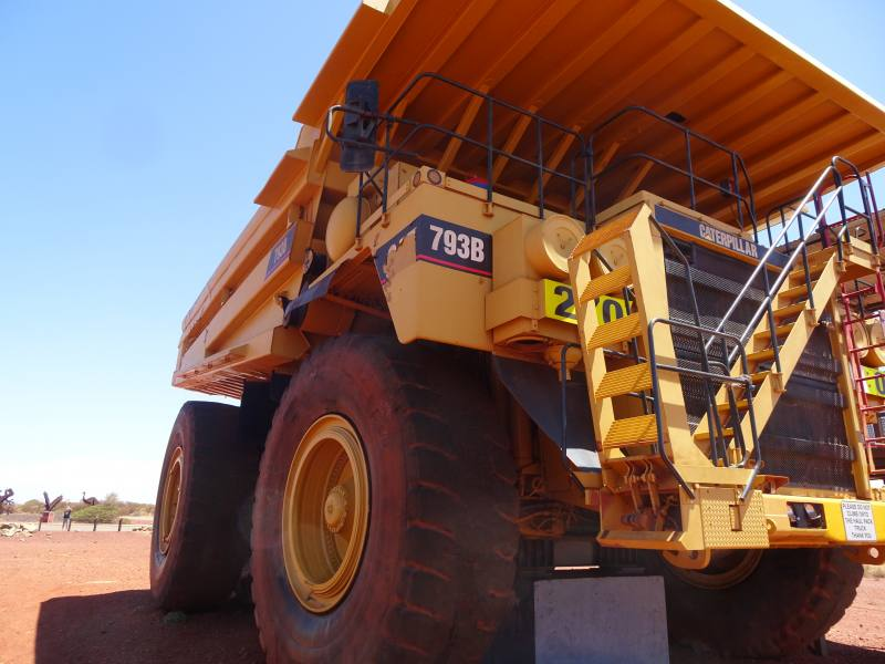 Enorme mezzo da miniera in esposizione a Newman