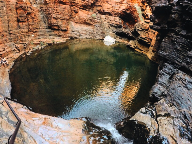 Piscina naturale Handrail Pool dentro il Weano Gorge nel Parco di Karijini