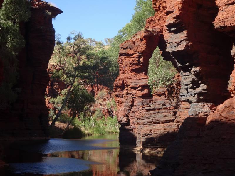 Piscina naturale Rock Arch Pool dentro il Kalamina Gorge