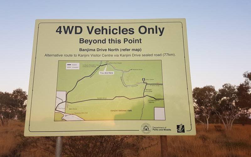 Cartello di divieto d'ingresso ai veicoli non 4wd nel Parco di Karijini