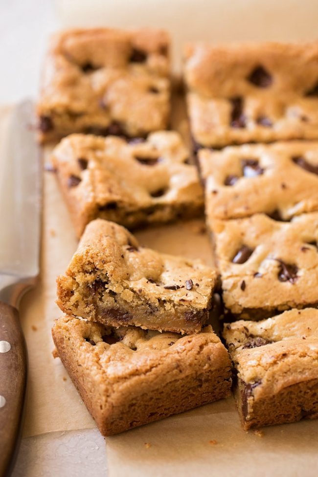 Low-Carb Chocolate Chip Coconut Bars
