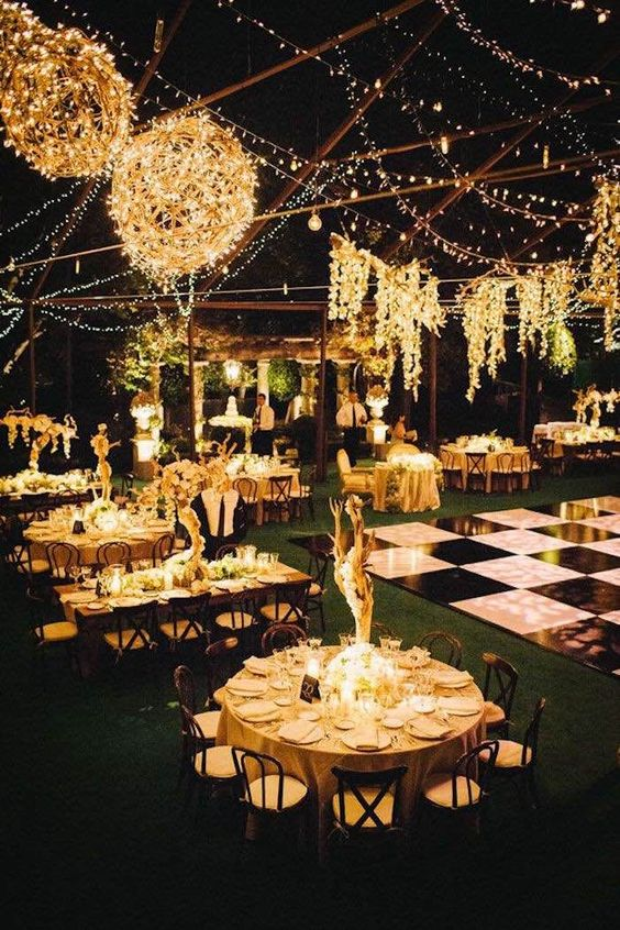 flores y luces para boda en exterior