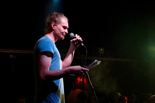 Simeon Buß beim Topical Island Poetry Slam - Thema Erotik Slam am 24. Juli 2018 im Beyerhaus