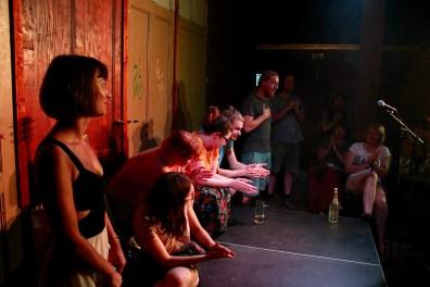 Applausabstimmung beim Topical Island Poetry Slam - Thema Erotik Slam am 24. Juli 2018 im Beyerhaus