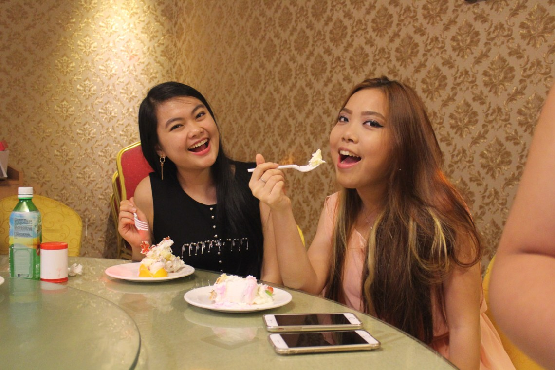 chinese girls eating