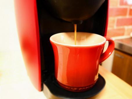 コーヒーメーカー 抽出している様子
