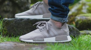 afew-store-sneaker-adidas-nmd-r1-boost-runner-primeknit-vapour-grey-f16-vapourgrey-f16-rwhite-38