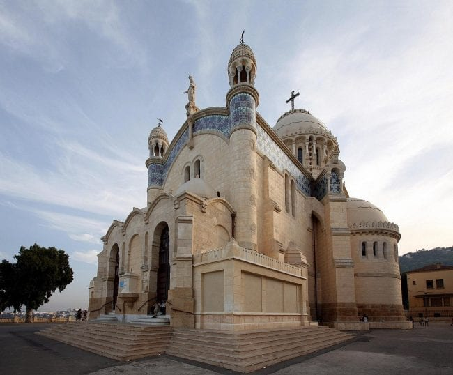 كاتدرائية كاثوليكية تُعرف بالسيدة الإفريقية موجودة في الجزائر العاصمة، بناها الاستعمار الفرنسيّ سنة 1872