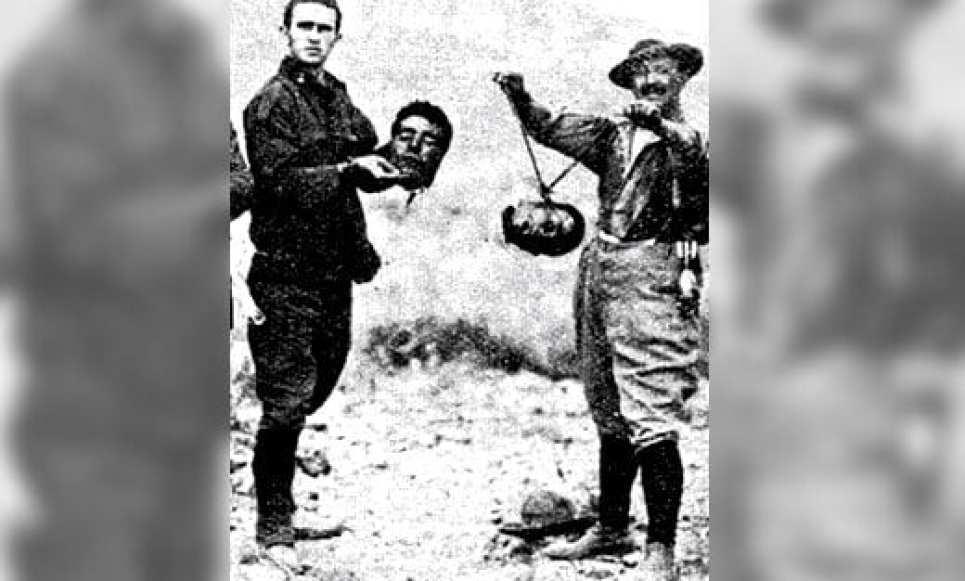 مشهد من احتلال فرنسا للجزائر وتمثيلها بالضحايا.