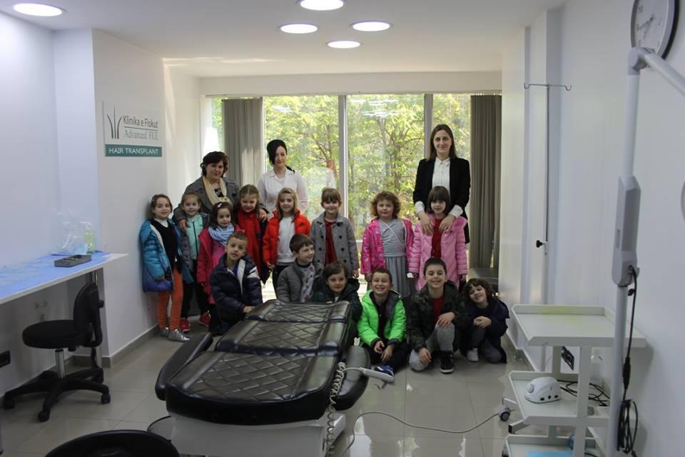 Fëmijët e grupit parashkollor vizitojnë Advanced FUE  Clinic