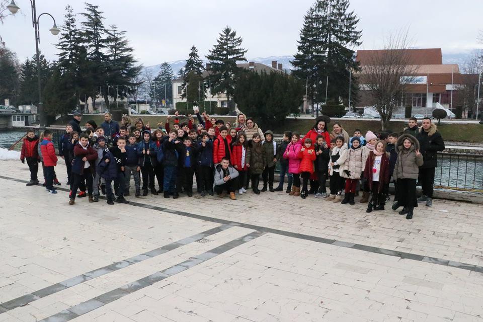 Klasat e treta shëtitje në  Maqedoni e Kosovë