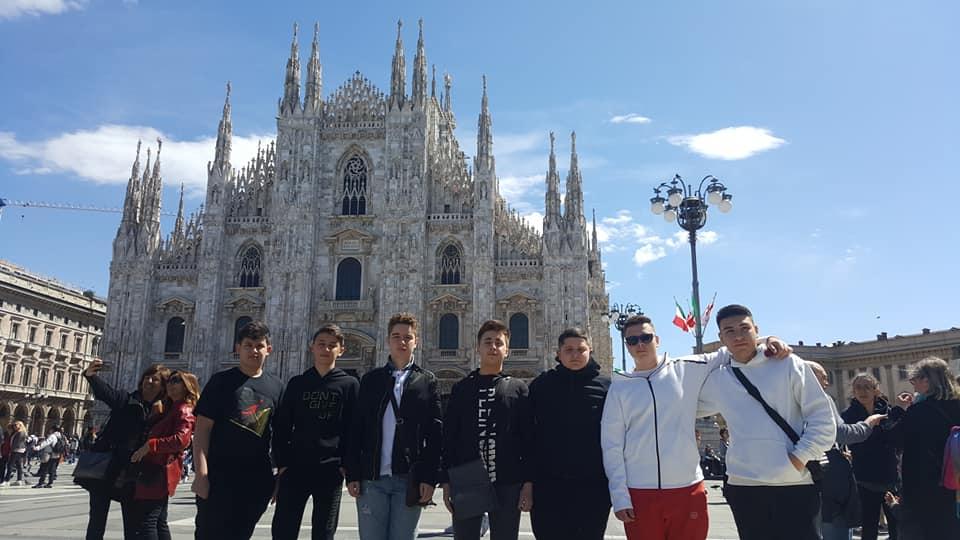 Shëtitje në Itali me djemtë e klasave të 8-ta