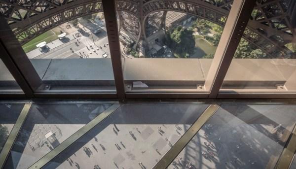 torre_eiffel_piso_transparente
