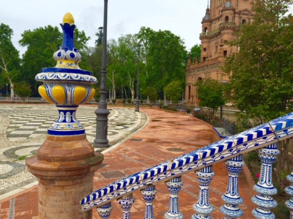 Detalhes da beleza da Plaza de España. Foto: Alessandra Maróstica)