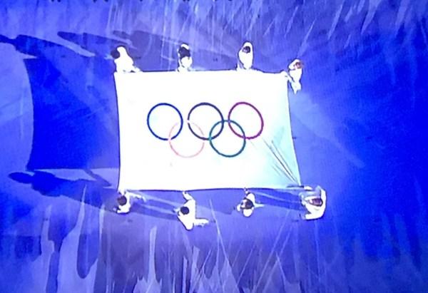 Entrada da Bandeira Olímpica.