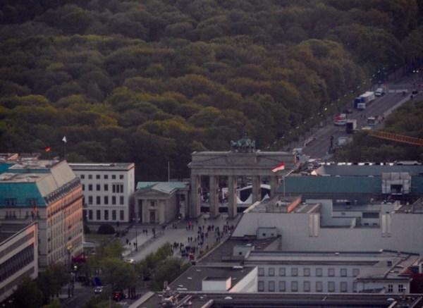 Portão de Brandemburgo visto do alto da torre e TV. (Foto: Alessandra Maróstica)