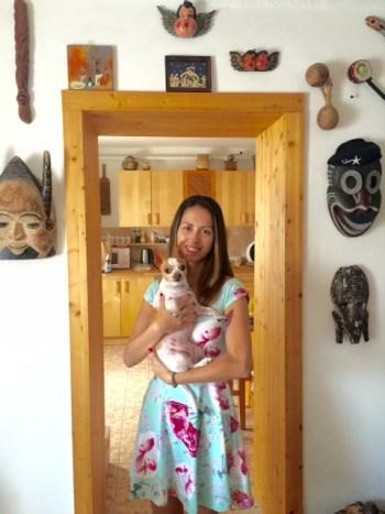 Claudia Taconelli Saito com a linda cadelinha Tequila. (Foto: arquivo pessoal da entrevistada)