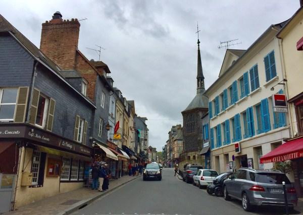 Passeando pelas ruas de Honfleur. (Foto: Blog Tirando Férias)