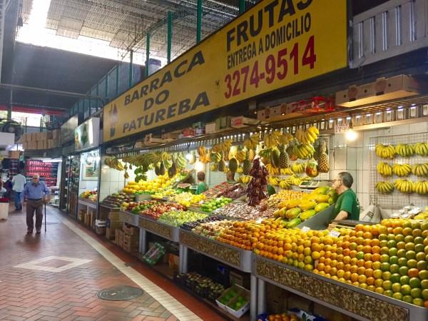 Lojas repletas de cor e sabor, no Mercado Central de BH. Foto: AMF / Blog Tirando Férias