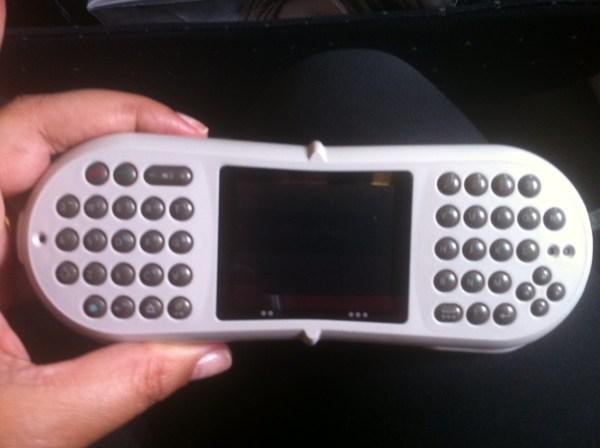 Teclado nas costas do controle remoto. Foto: AMF / Blog Tirando Férias