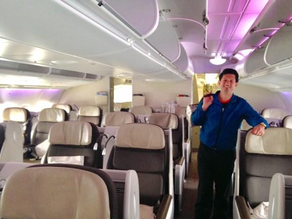 Antes de desembarcar, subimos até o piso superior para conhecer a classe executiva, com cadeiras mais confortáveis e muito mais espaço. Foto: AMF / Blog Tirando Férias