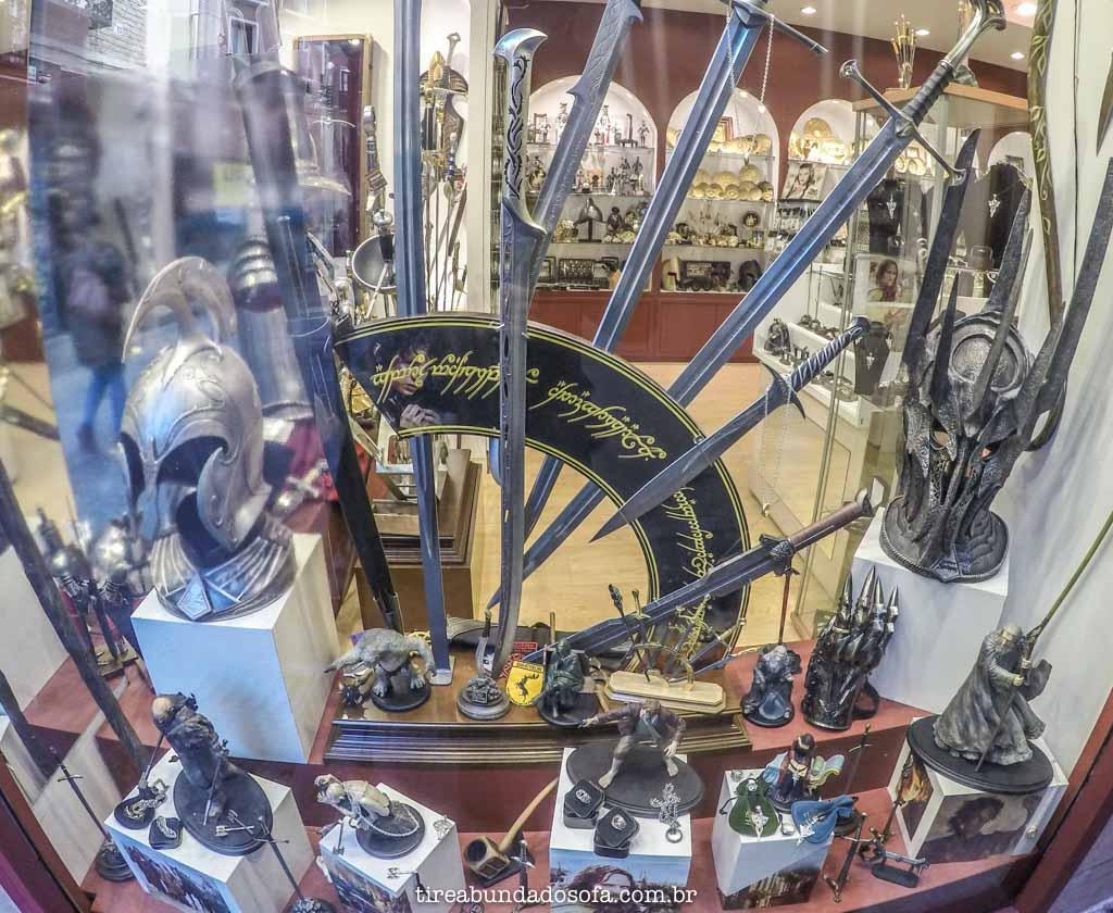Réplicas da série Senhor do Anéis, para vender em lojas de Toledo, na Espanha