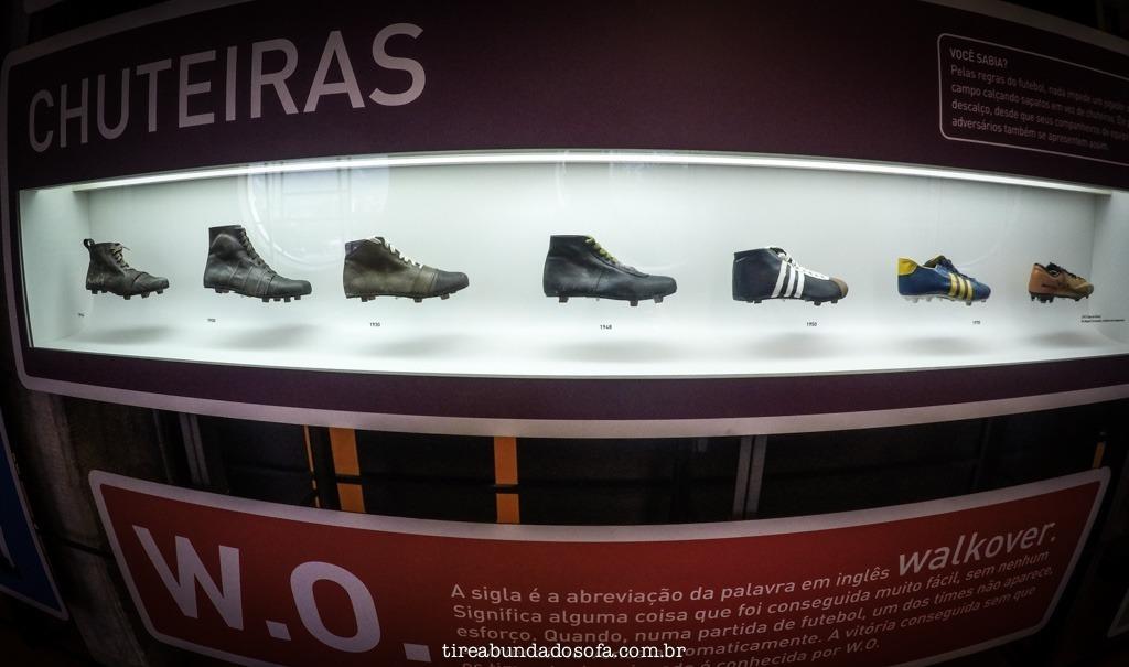 evolução das chuteiras, no museu do futebol se são paulo