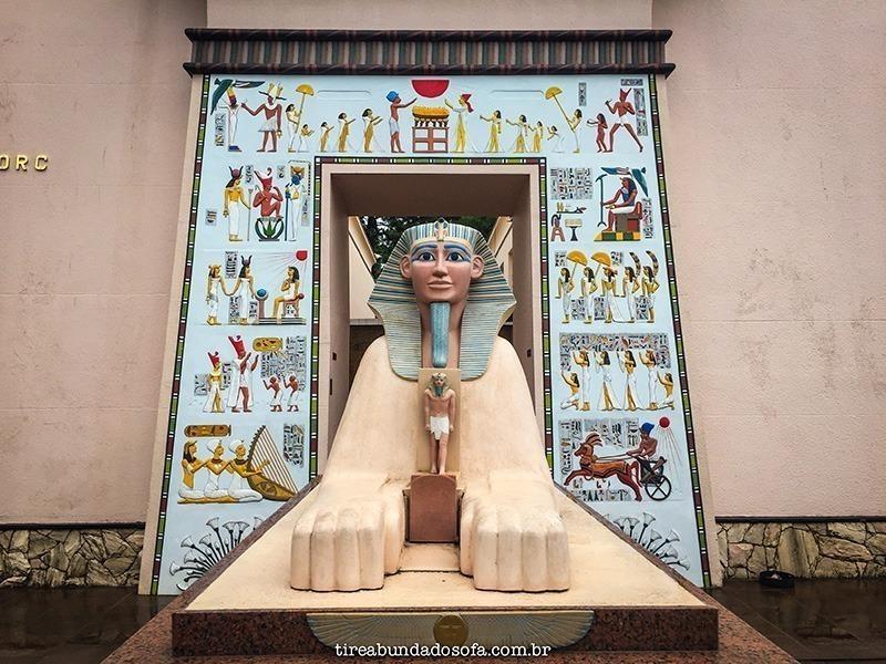 parte externa do museu egípcio de Curitiba